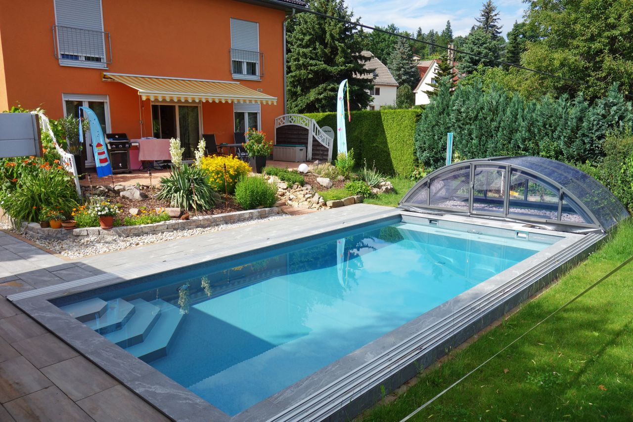 Schwimmbecken 4x8x1,5m mit Ecktreppe, Podest und Überdachung Premium B