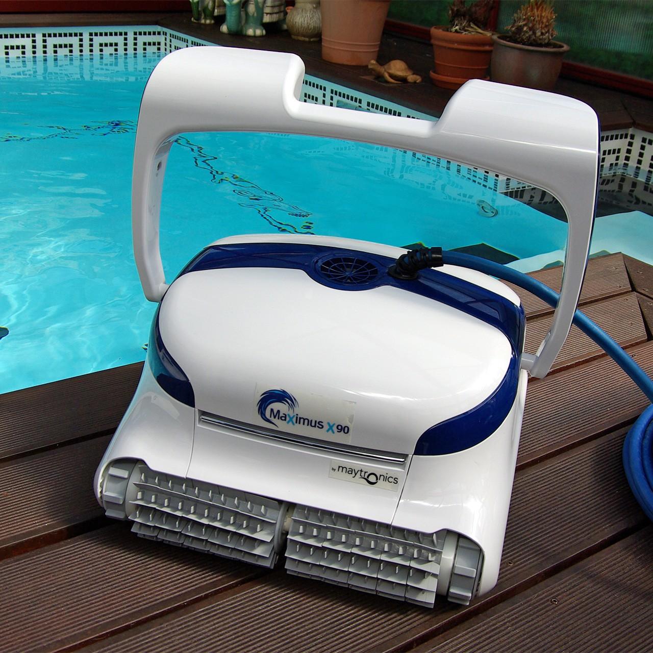 Dolphin X90 mit PVC-Bürsten