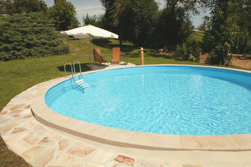 Schwimmbecken swimmingpool im eigenen garten allgemein for Schwimmbecken folienauskleidung
