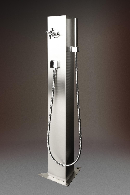 schwimmbad dusche korsika mit dreieckigem grundk rper. Black Bedroom Furniture Sets. Home Design Ideas