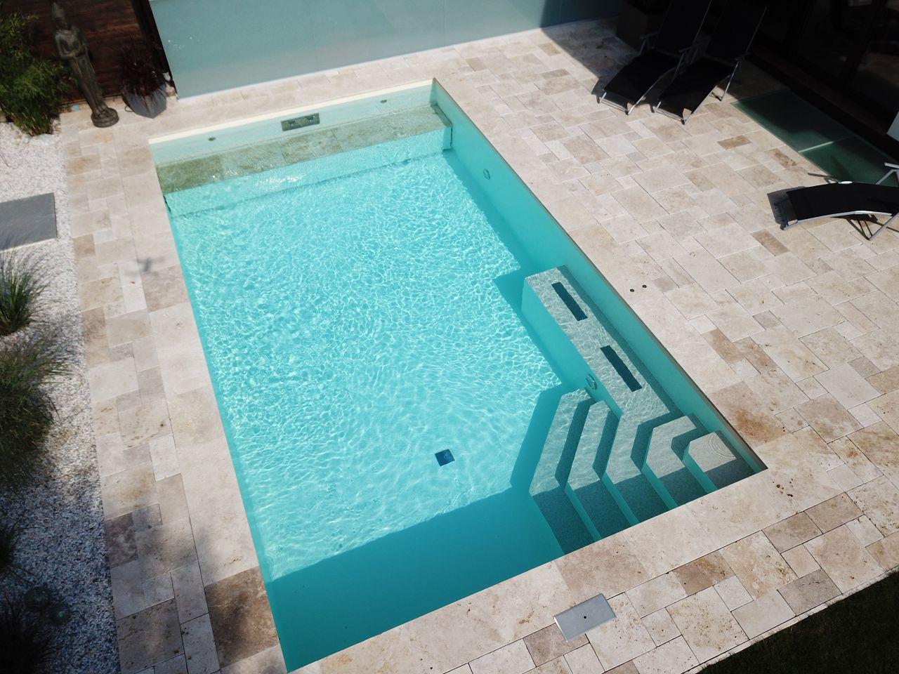 Außen-Pool 4x7x1,5m mit Ecktreppe, Podest und Rolladenabdeckung