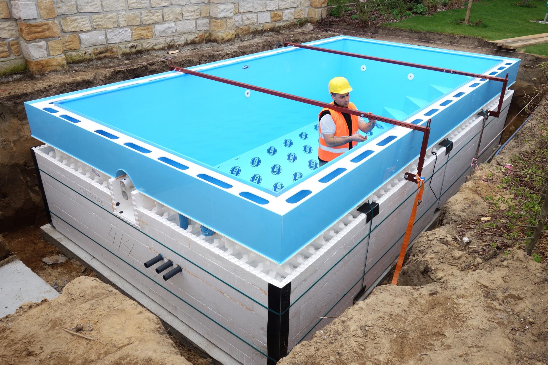 Fertigschwimmbecken aus polypropylen pp becken gfk pool for Schwimmbecken kunststoff