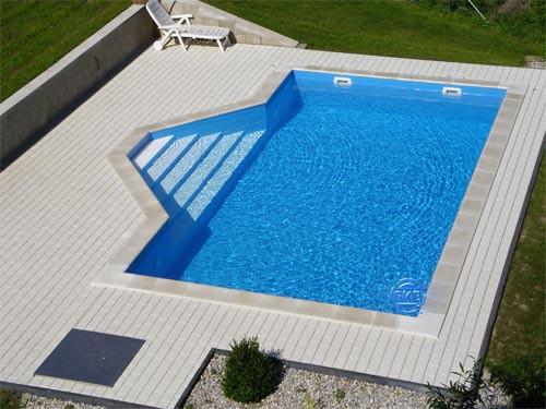 Schwimmbecken swimmingpool im eigenen garten allgemein for Schwimmbecken garten