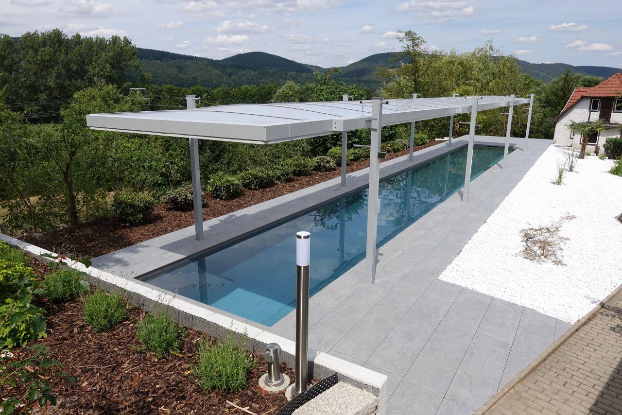 Schwimmbecken 2,5x20x1,35m mit gerader Treppe und Hubdach