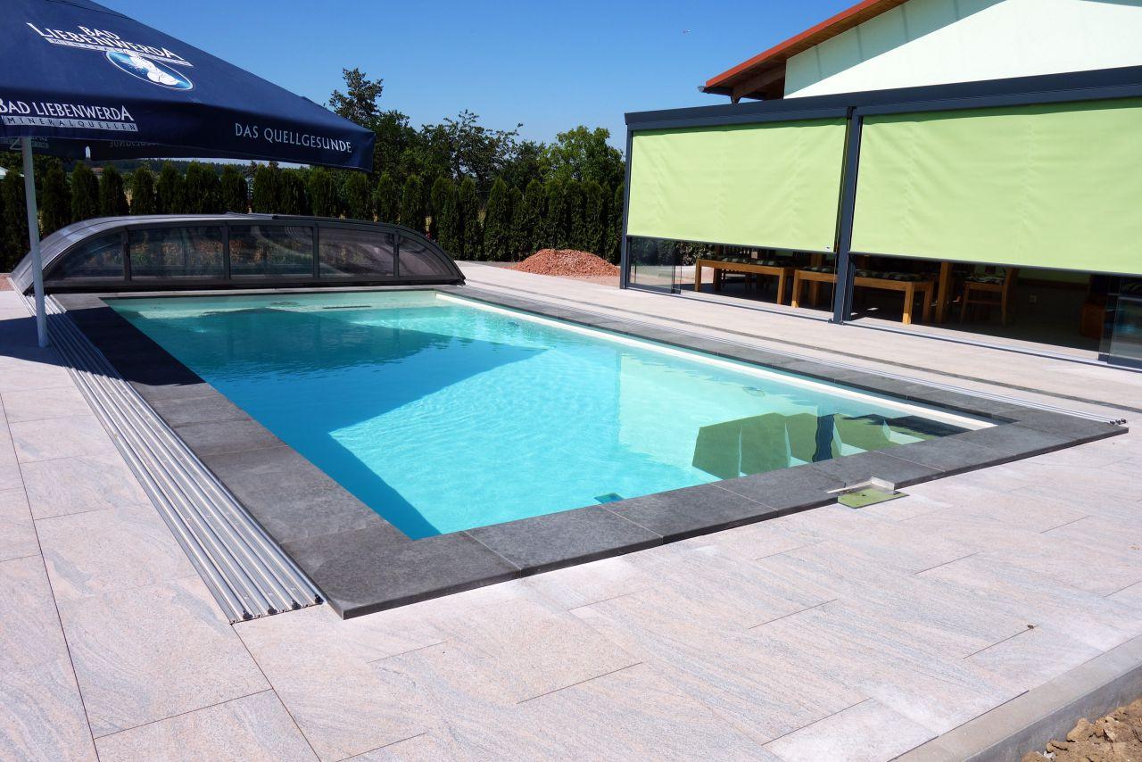 Rechteck-Schwimmbad 4x8x1,5m mit Edelstahl-Einbauteilen und Gegenstromanlage